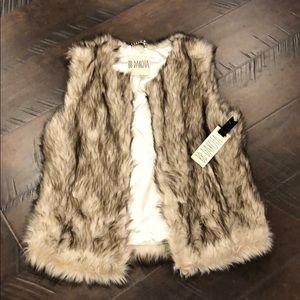 ❤️NWT❤️ BB Dakota Faux Fur Vest